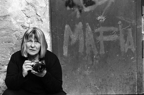 Letizia Battaglia fotografata dalla figlia Shoba