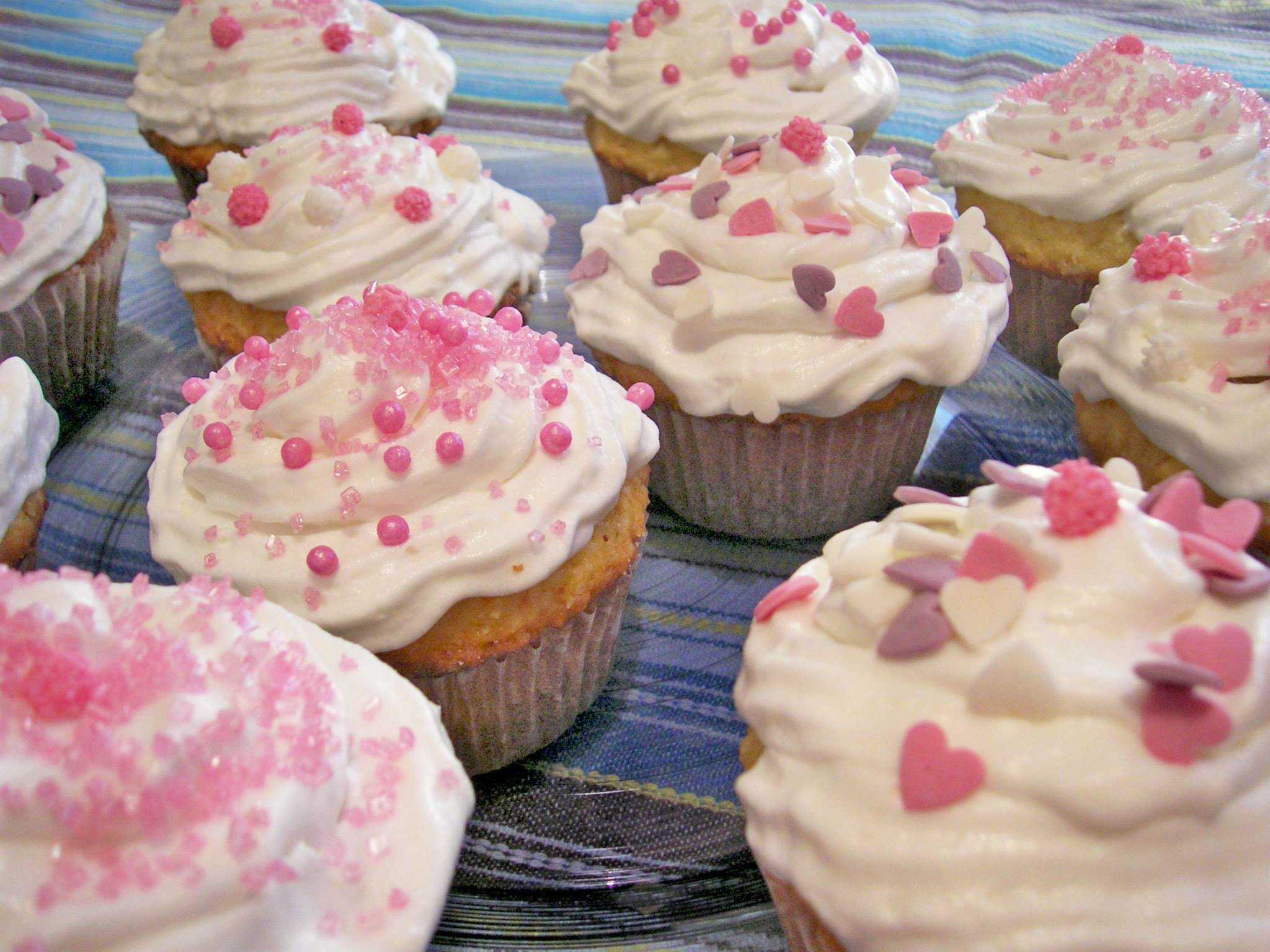 Cupcake al cocco e marmellata di lamponi